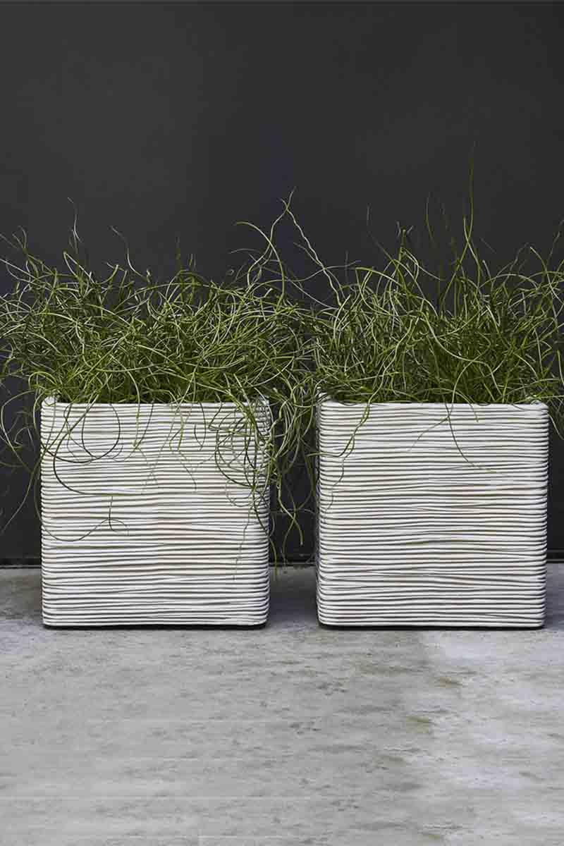 Pot carré strié ivoire